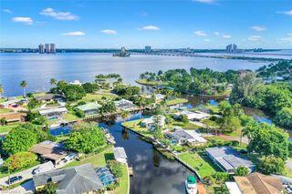 1392 Sunrise Dr, North Fort Myers, FL 33917