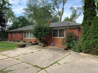 26073 Drake Rd, Farmington, MI 48331