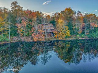 6278 Lakeview Dr, Pocono Pines, PA 18350