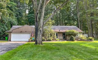 6214 Norman Ln, Mayfield Village, OH 44143