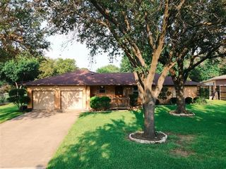 518 Harn Dr, Lewisville, TX 75057