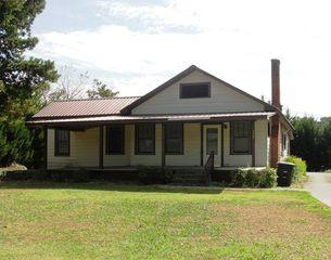 717 E Line St, Calhoun, GA 30701