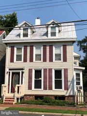 52 Hanover St, Pemberton, NJ 08068