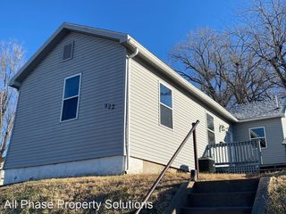 922 N 10th St, Quincy, IL 62301