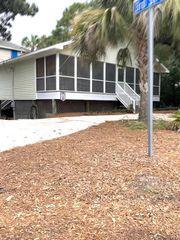 302 E Hudson Ave, Folly Beach, SC 29439