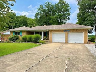 854 Pleasant Dr NW, Warren, OH 44483