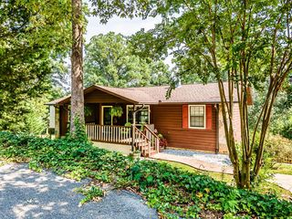 1530 Madron Dr, Sevierville, TN 37862