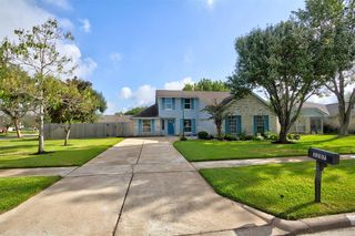 3207 Kempwood Dr, Sugar Land, TX 77479