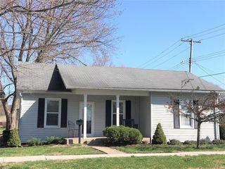 320 Maple St, Carrollton, IL 62016