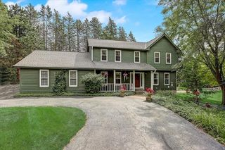 W328S1570 N Forest Hills Ct, Delafield, WI 53018