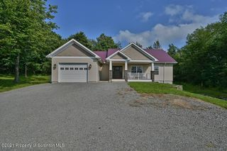 397 Lake Dr, Clifford Township, PA 18470