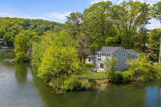 23 Point Dr S, Lake Peekskill, NY 10537