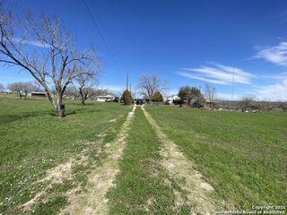 4598 State Highway 173 N, Devine, TX 78016