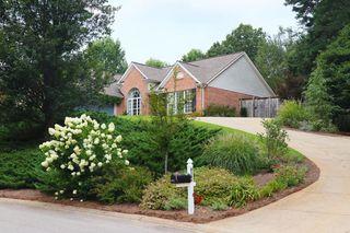 6164 Glen Oak Dr, Flowery Branch, GA 30542