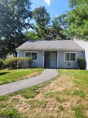 159 Carriage Ct #A, Yorktown Heights, NY 10598