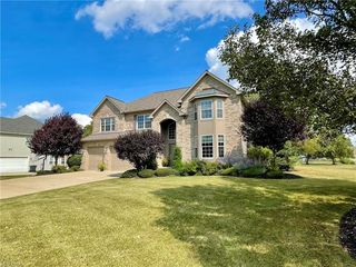 18457 Stony Point Dr, Strongsville, OH 44136