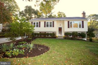 8 Barclay Ct, Rockville, MD 20850