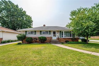 9983 Valley Forge Dr, Parma Heights, OH 44130