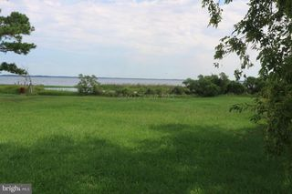 11646 Long Point Rd, Deal Island, MD 21821