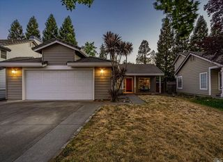 9420 Lazy Creek Dr, Windsor, CA 95492