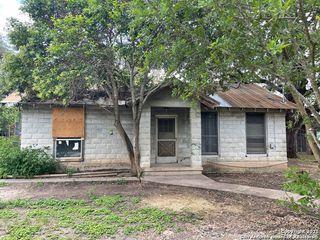 460 W 7th St, Camp Wood, TX 78833