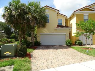 797 Pipers Cay Dr, West Palm Beach, FL 33415