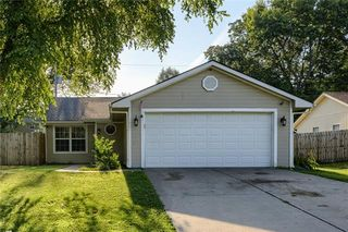 1607 N Lazy Branch Rd, Independence, MO 64058