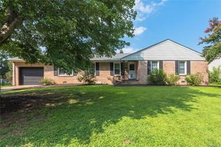 1308 Hermitage Rd, Colonial Heights, VA 23834