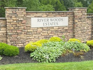 1120 River Woods Dr, Hinckley, OH 44233
