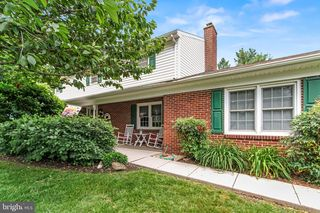411 Summit Dr, Red Lion, PA 17356