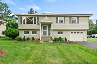 122 Forts Ferry Rd, Latham, NY 12110
