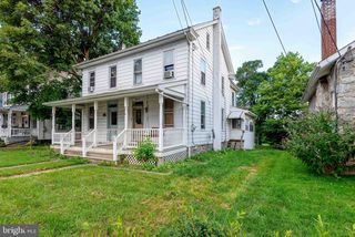 36 W Cottage Ave, Millersville, PA 17551