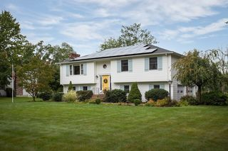 50 Fairview Ave, Dudley, MA 01571