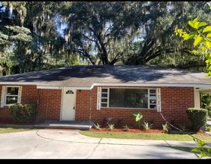 807 Oak Bluff Rd, Brunswick, GA 31523