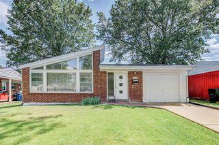 7114 Willow Tree Ln, Saint Louis, MO 63130
