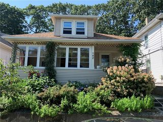 142 Rounds Ave, Providence, RI 02907