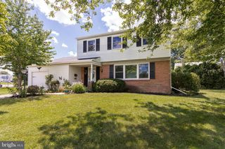 556 Winchester Rd, Warminster, PA 18974