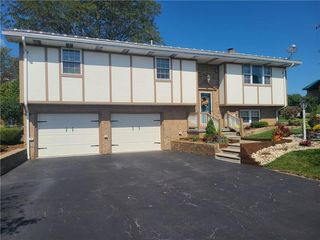 702 Maplehurst Dr, Somerset, PA 15501