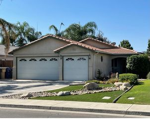 5909 Sarona St, Bakersfield, CA 93308