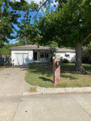 956 Crabtree Cv, Midwest City, OK 73110