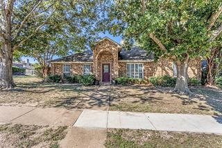 234 N Waterford Oaks Dr, Cedar Hill, TX 75104