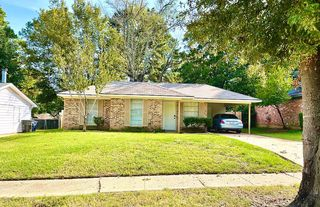 9051 Lone Oak Dr, Shreveport, LA 71118