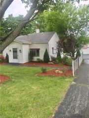 1840 Coit Rd, Lowellville, OH 44436