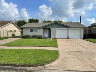 5319 Bungalow Ln, Houston, TX 77048