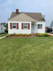 1312 Clearview Ave, Parma, OH 44134