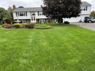 23 Meadow View Dr, North Haven, CT 06473