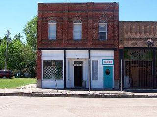 437 Commerce St, Palacios, TX 77465