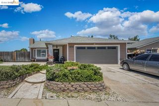 1690 Pecan Ln, Oakley, CA 94561