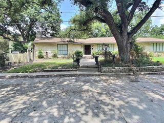 229 E Davilla Ave, Rockdale, TX 76567