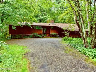 20 Forest Rd, Williamstown, MA 01267
